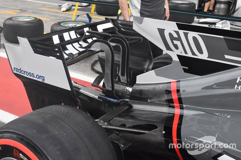 Haas F1 Team VF-17 detalle del alerón trasero
