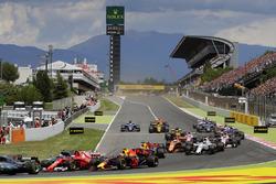 Startunfall: Kimi Räikkönen, Ferrari SF70H; Max Verstappen, Red Bull Racing RB13