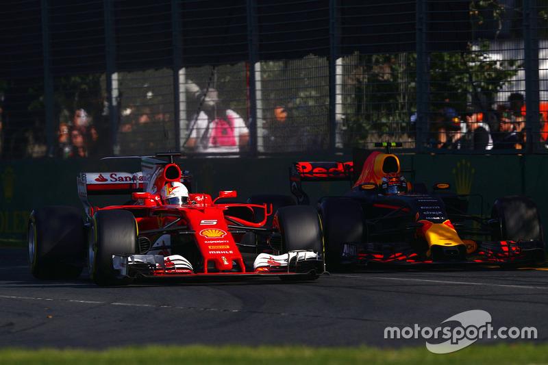 Борьба за позицию: Себастьян Феттель, Ferrari SF70H, и Макс Ферстаппен, Red Bull Racing RB13