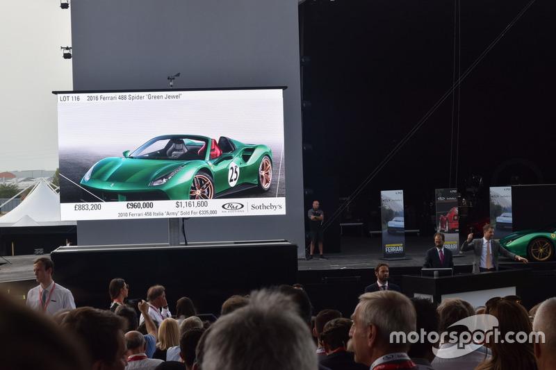 """Ferrari 488 Spider Green Jewel на благодійному аукціоні """"Зберегти дітей"""""""