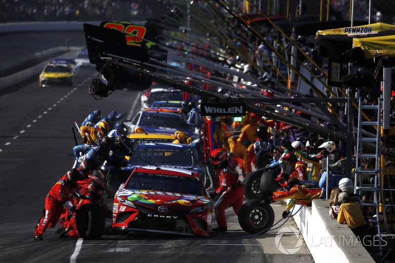 Kyle Busch, Joe Gibbs Racing Toyota pit stop