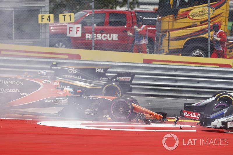 Данііл Квят, Scuderia Toro Rosso STR12, Фернандо Алонсо, McLaren MCL32, зіткнення