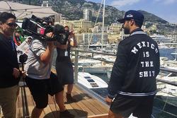 Daniel Ricciardo, Red Bull Racing con una chaqueta sobre México
