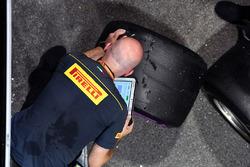 Ingeniero de Pirelli y los neumáticos Pirelli