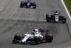Lance Stroll, Williams FW40, Kevin Magnussen, Haas F1 Team VF-17, Daniil Kvyat, Scuderia Toro Rosso STR12
