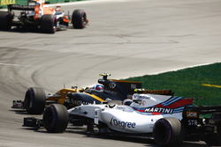 Jolyon Palmer, Renault Sport F1 Team RS17 pasa a Lance Stroll, Williams FW40