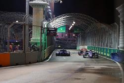 Pascal Wehrlein, Sauber C36 ve kazalı Marcus Ericsson, Sauber C36