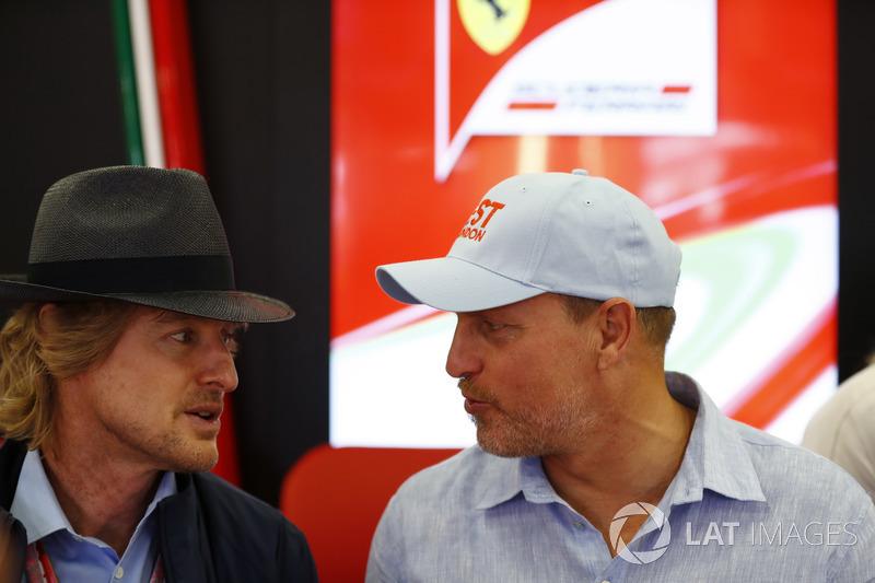 Оуен Вілсон, Вуд Харрельсон у гаражі Ferrari