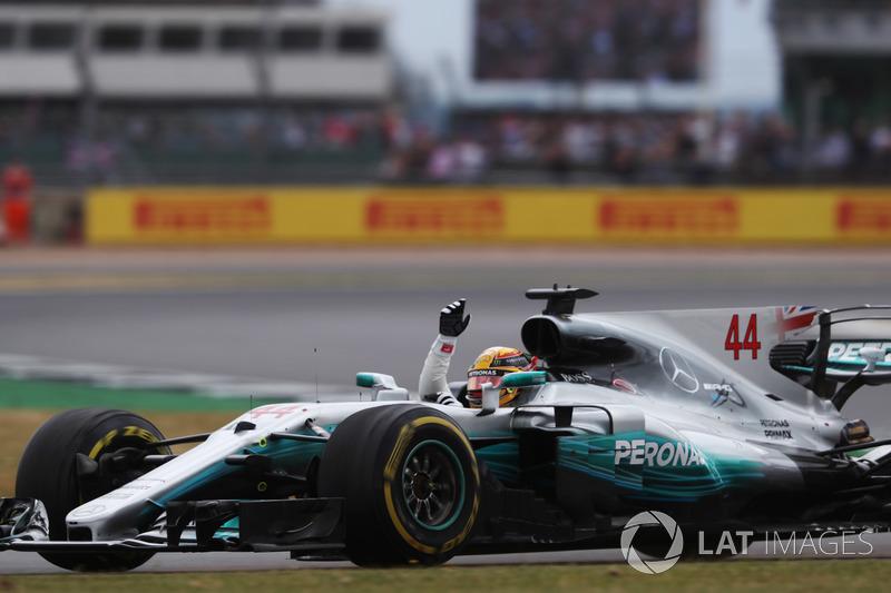 Race winner  Lewis Hamilton, Mercedes AMG F1 W08 celebrate