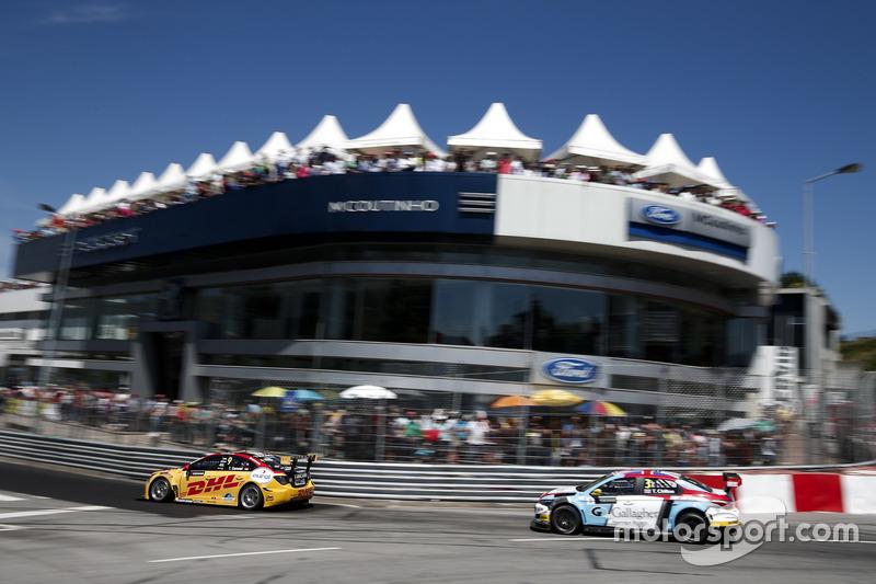 Tom Coronel, Roal Motorsport, Chevrolet RML Cruze TC1 and Tom Chilton, Sébastien Loeb Racing, Citroë