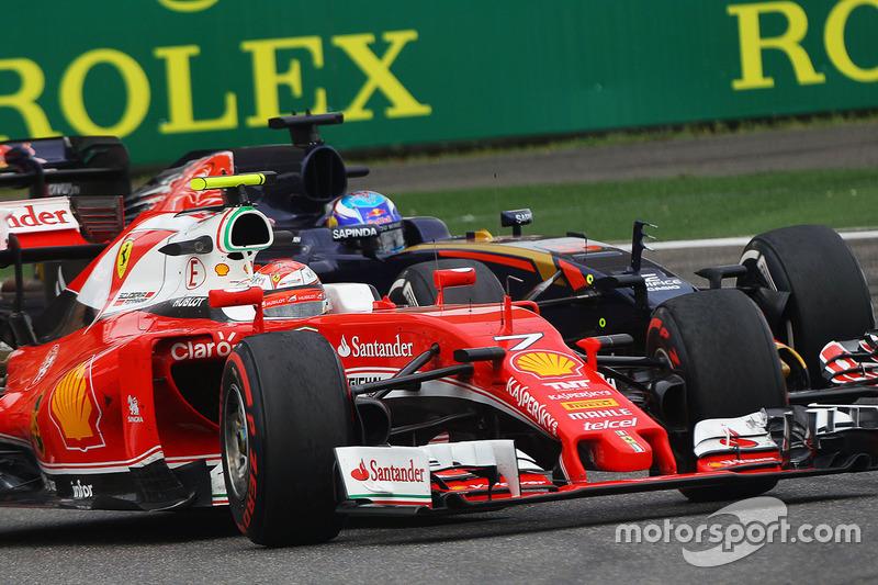 Kimi Raikkonen, Ferrari SF16-H y Max Verstappen, Scuderia Toro Rosso STR11