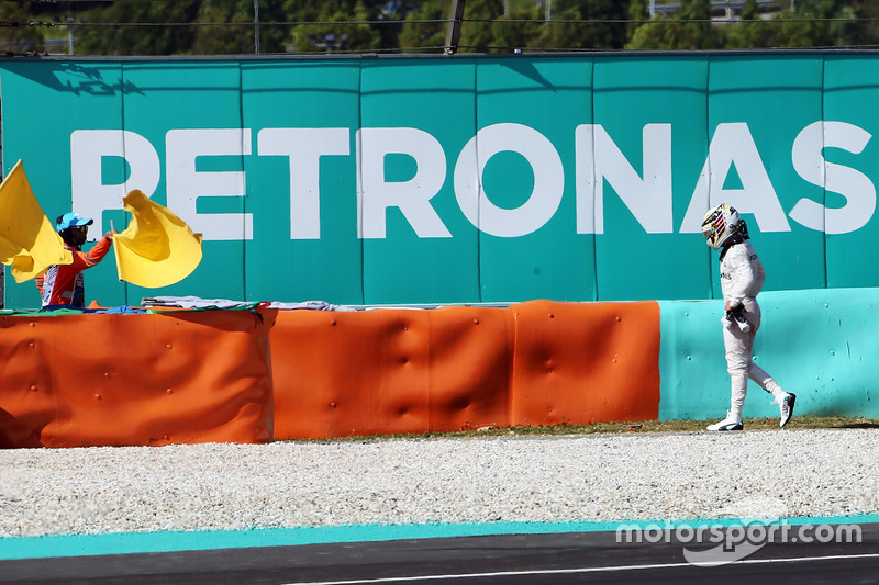 Lewis Hamilton, Mercedes AMG F1 retirado de la carrera por problemas con el motor