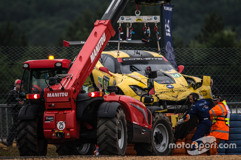 #64 Corvette Racing Chevrolet Corvette C7-R: Oliver Gavin, Tommy Milner, Jordan Taylor after a heavy crash