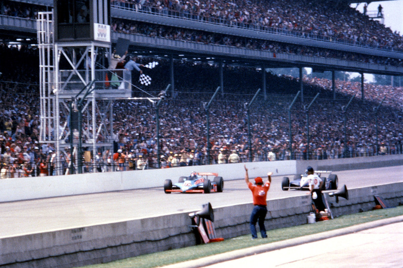 1982: Gordon Johncock vs. Rick Mears