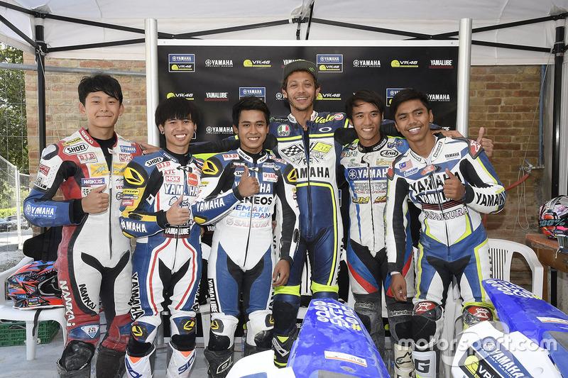 Valentino Rossi ve Yamaha VR46 Master Camp Katılımcıları