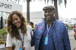Lennox Lewis ex boxeador y su esposa