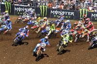 Aksi para kroser di Motocross of Nations Maggiora