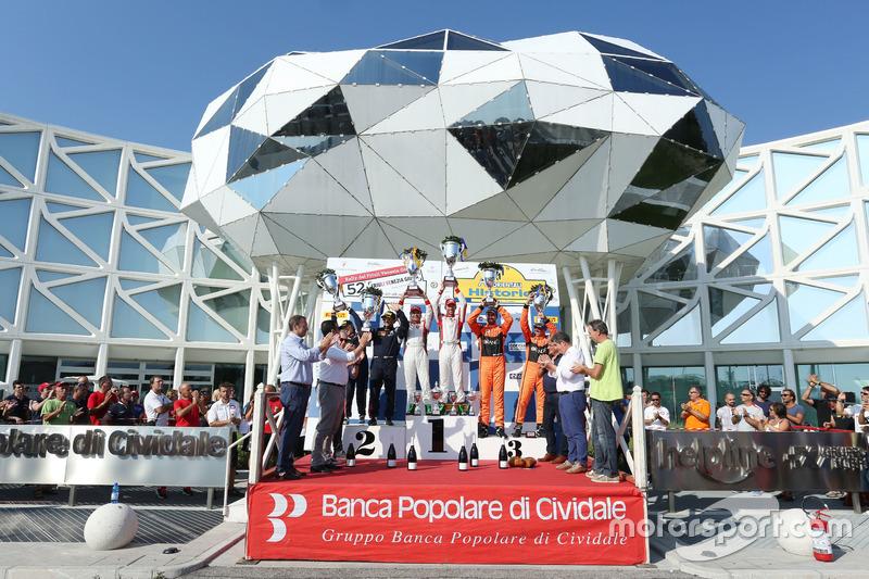 Podio: Giandomenico Basso, Lorenzo Granai (Ford Fiesta R5 #3, BRC), Paolo Andreucci, Anna Andreussi (Peugeot 208 T16 R5 #1, Peugeot Sport Italia), Simone Campedelli, Danilo Fappani (Ford Fiesta GPL R5 #4, Orange1 Racing)