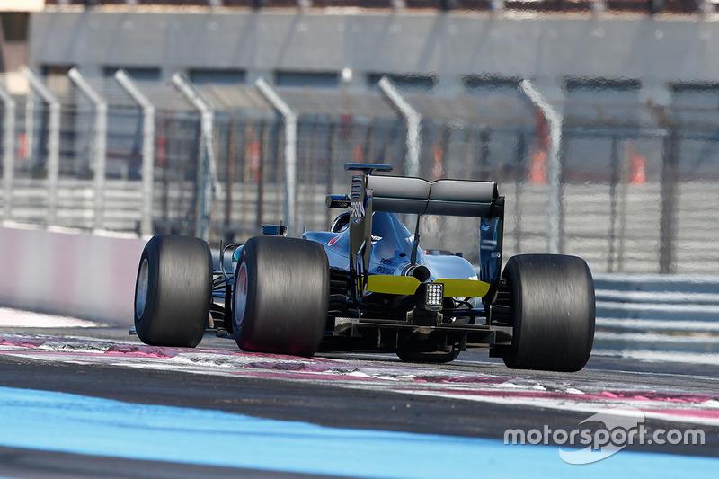 Mercedes W06 Hybrid con le gomme Pirelli 2017 Pirelli