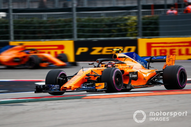 Stoffel Vandoorne, McLaren MCL33, Fernando Alonso, McLaren MCL33