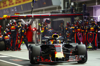 Daniel Ricciardo, Red Bull Racing RB14, sort de son stand