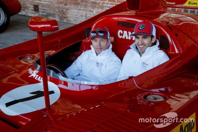 Кімі Райкконен, Alfa Romeo Racing, та Антоніо Джовінацці, Alfa Romeo Racing, біля Alfa Romeo Tipo 33 TT12