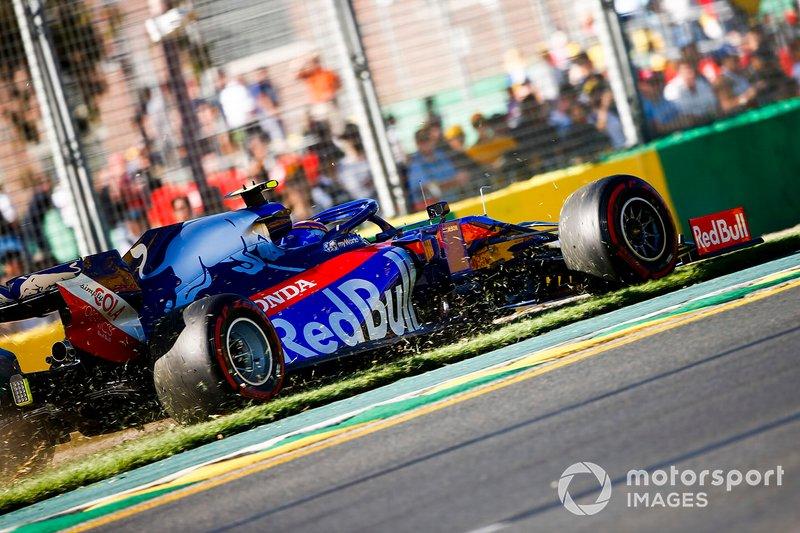 Alexander Albon, Toro Rosso STR14, sull'erba