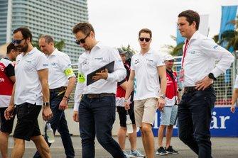 Gary Paffett, HWA Racelab, Stoffel Vandoorne, HWA Racelab font un trackwalk
