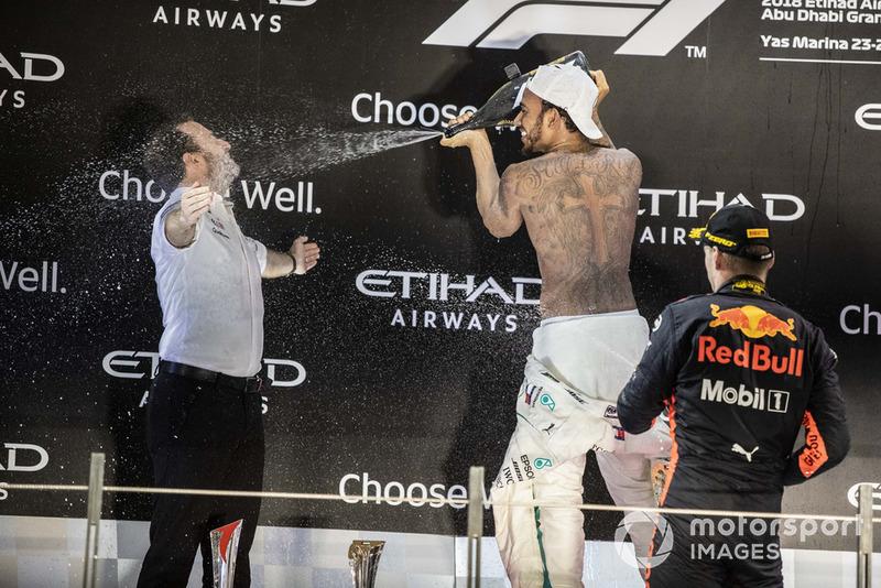Podio: ganador de la carrera Lewis Hamilton, Mercedes AMG F1 y tercer lugar Max Verstappen, Red Bull Racing celebran