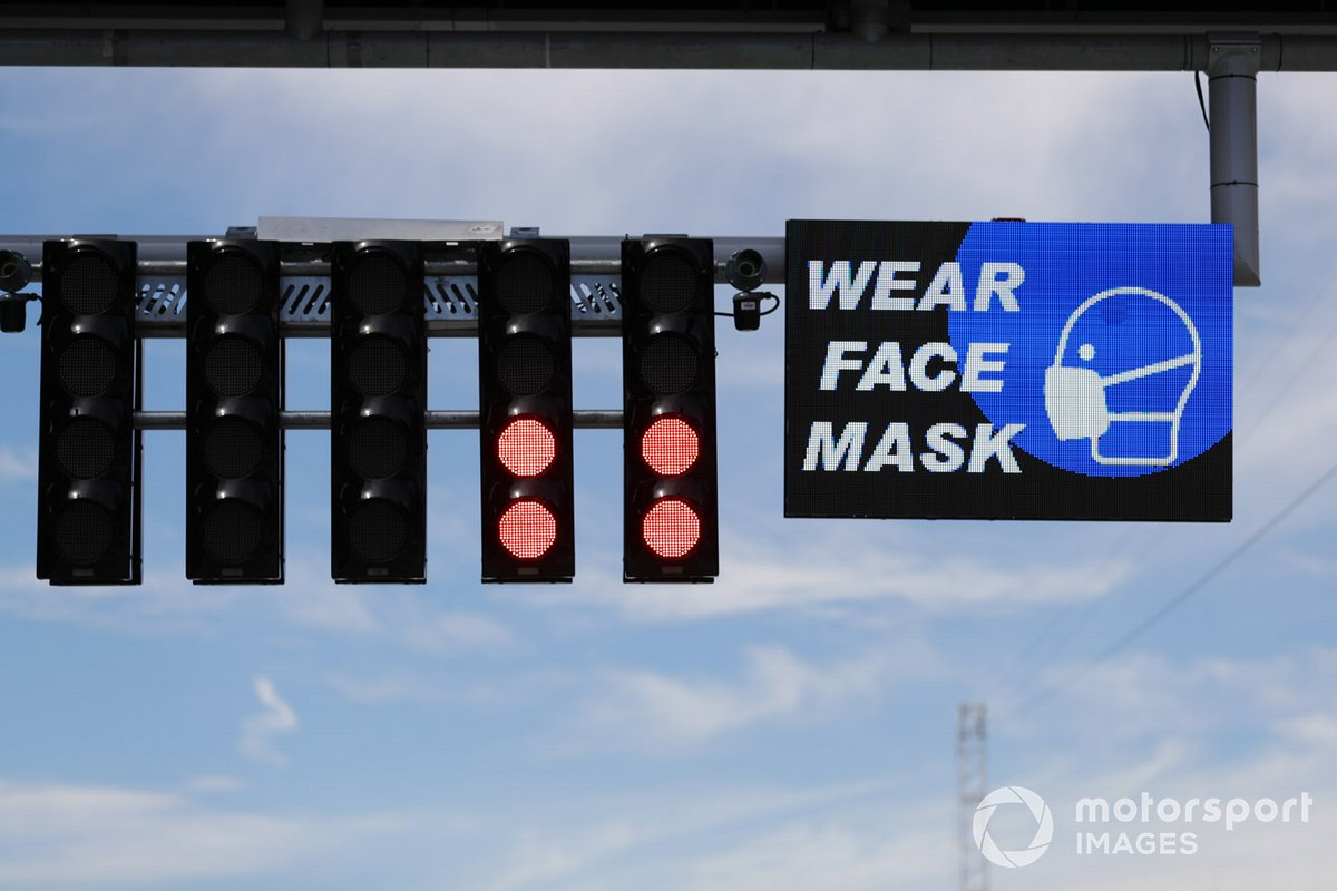 Wear Face Mask reminder on start finish straight