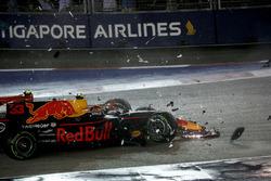 Crash: Kimi Raikkonen, Ferrari SF70H and Max Verstappen, Red Bull Racing RB13