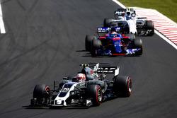 Kevin Magnussen, Haas F1 Team VF-17, Daniil Kvyat, Scuderia Toro Rosso STR12, Lance Stroll, Williams FW40