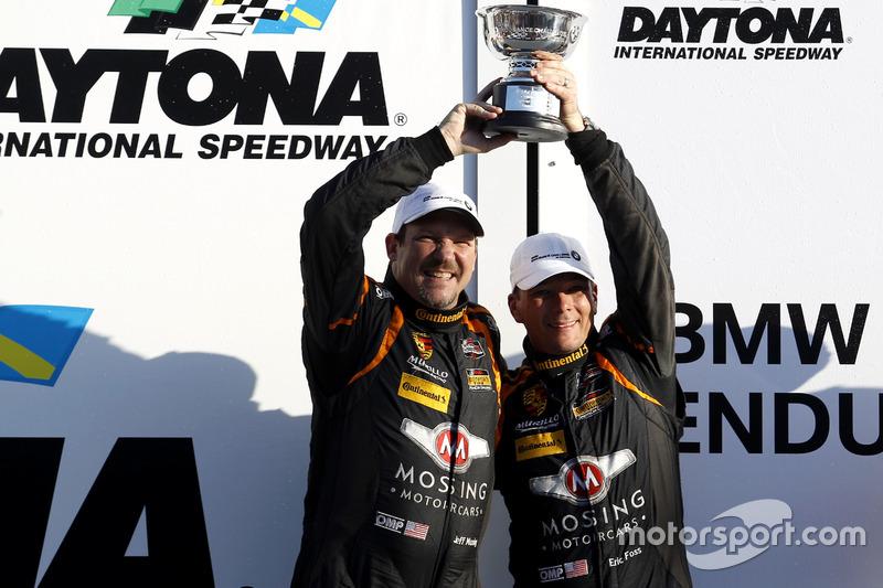 Podio ST: segundo lugar #56 Murillo Racing Porsche Cayman: Jeff Mosing, Eric Foss