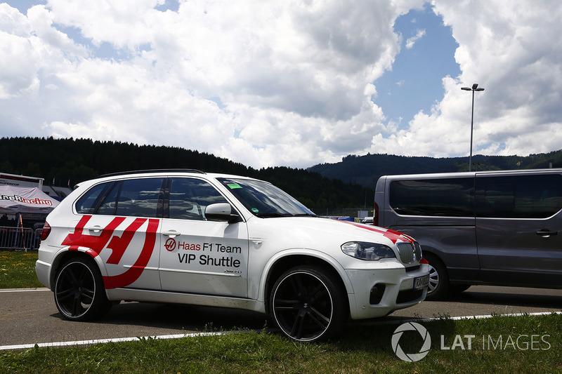 Автомобиль BMW команды Haas F1