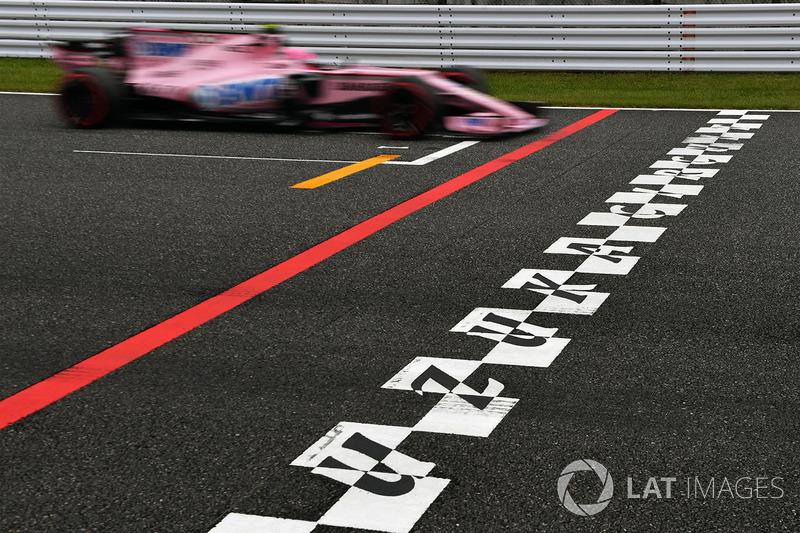 Esteban Ocon, Sahara Force India VJM10 and start and finish stripe