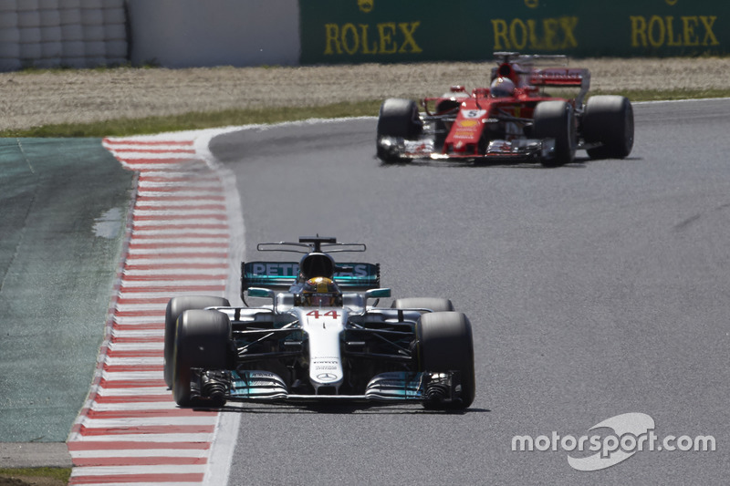 Giro 44 - Lewis Hamilton, Mercedes AMG F1 W08, Sebastian Vettel, Ferrari SF70H