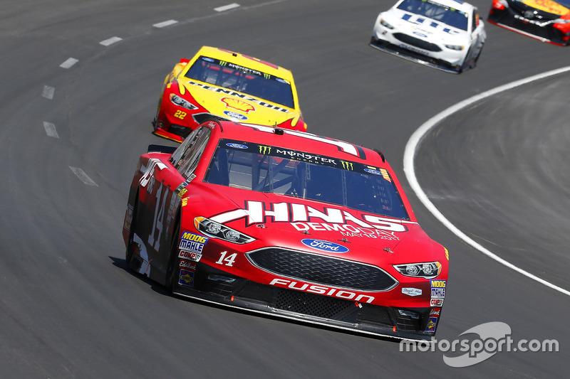 Clint Bowyer, Stewart-Haas Racing, Ford; Joey Logano, Team Penske, Ford