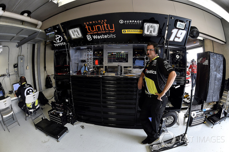 Matt Tifft, Joe Gibbs Racing Toyota jefe de equipo Matt Beckman