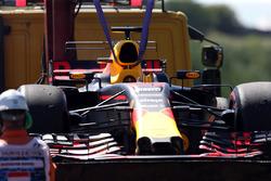 De wagen van Daniel Ricciardo, Red Bull Racing RB13 na technisch probleem