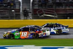 Kyle Busch, Joe Gibbs Racing Toyota, Brad Keselowski, Team Penske Ford, Jimmie Johnson, Hendrick Motorsports Chevrolet