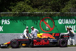 Marshals recover the car of race retiree Max Verstappen, Red Bull Racing RB13
