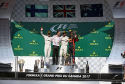 Podium: ganador, Lewis Hamilton, Mercedes AMG F1, segundo, Valtteri Bottas, Mercedes AMG F1, tercero Daniel Ricciardo, Red Bull Racing, Loic Serra, Mercedes AMG F1.