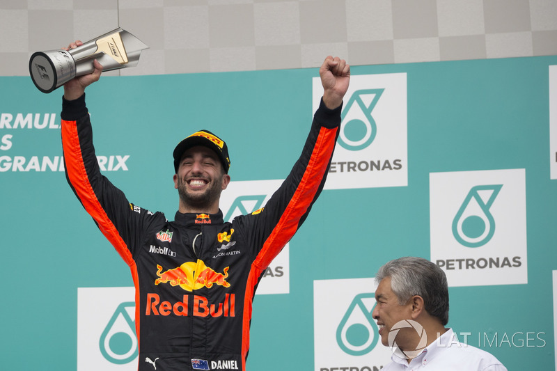 Podium: Daniel Ricciardo, Red Bull Racing celebrates