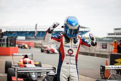 Il vincitore della gara Will Palmer, R-ace GP