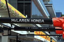 McLaren pit box boom