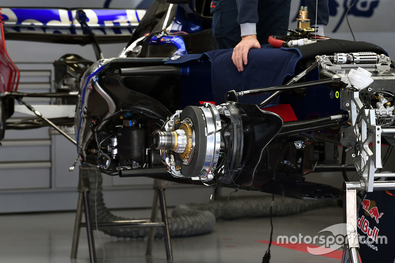 Scuderia Toro Rosso STR12 front brake and wheel hub