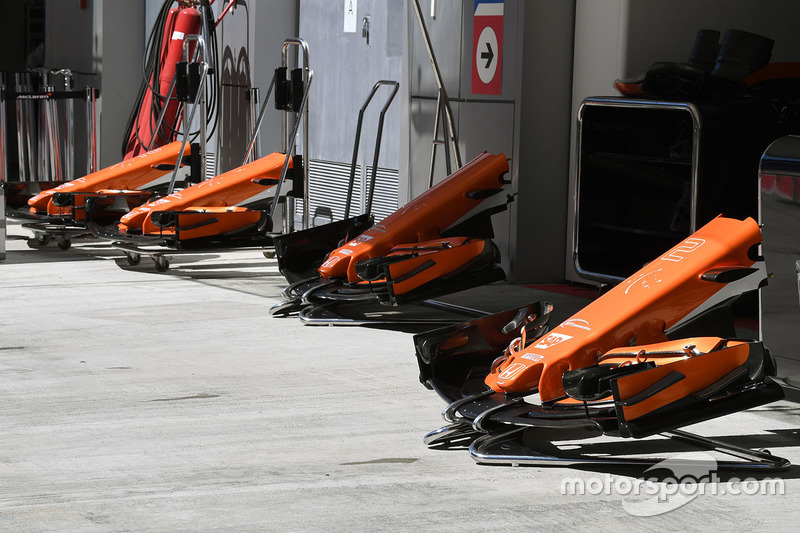 McLaren MCL32 nose and front wings
