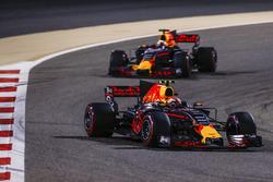 Макс Ферстаппен, Red Bull Racing RB13, и Даниэль Риккардо, Red Bull Racing RB13