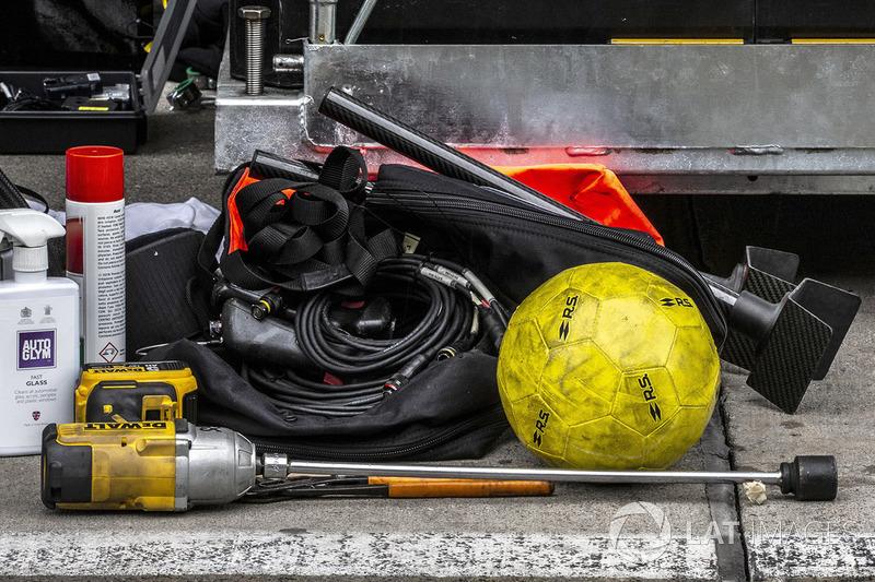 Renault Sport F1 Team starter, football and Autoglym Fast Glasss cleaner