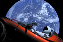 SpaceX: Tesla Roadster im All